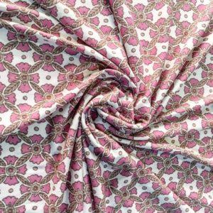 Трикотаж в цветы (бело-розовый)