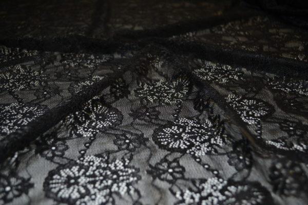 Гипюр в цветы (черный)