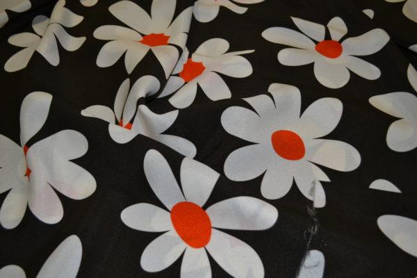 Вискоза большие ромашки (белые цветы на коричневом фоне)