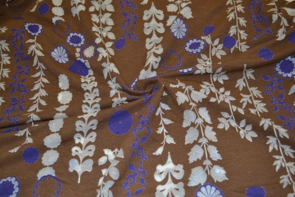 Трикотаж коричневый (сиреневые цветы)